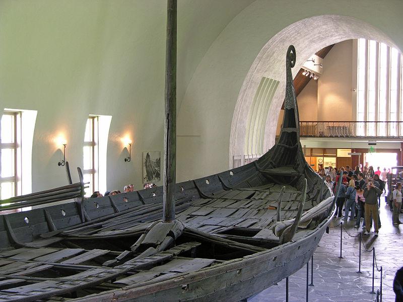 800px-Wikingerschiff_Oslo