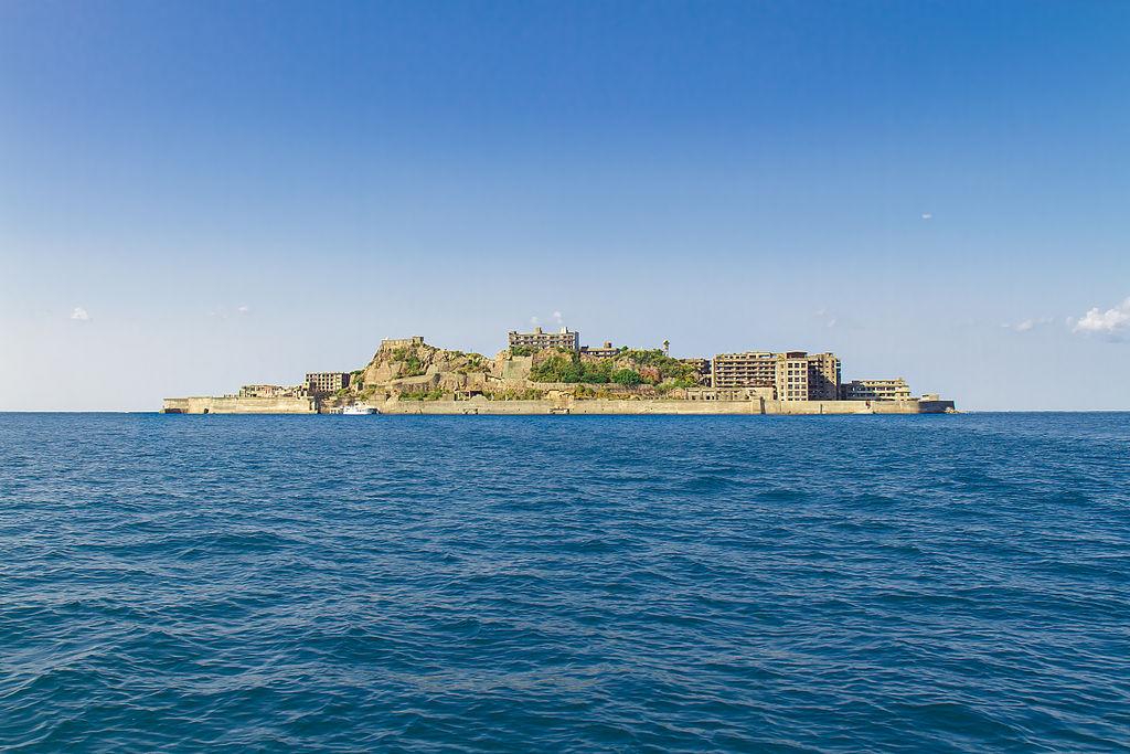 Gunkanjima_Island_from_the_Sea