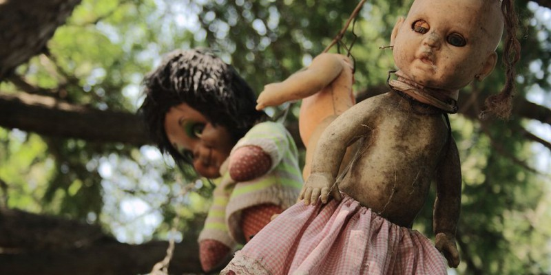 1024px-Xochimilco_Dolls'_Island