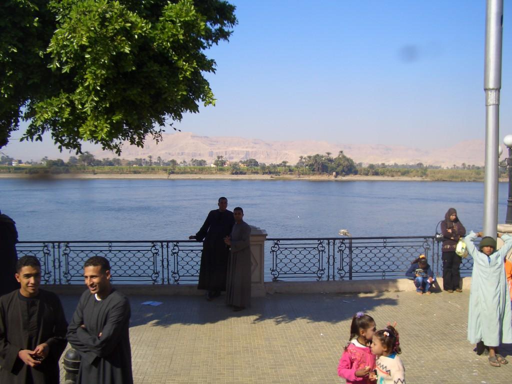 Nilul si cativa egipteni