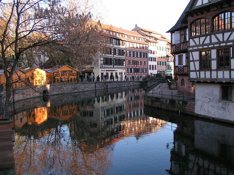 800px-Straßburg_Weihnachtsmarkt_Petite_France