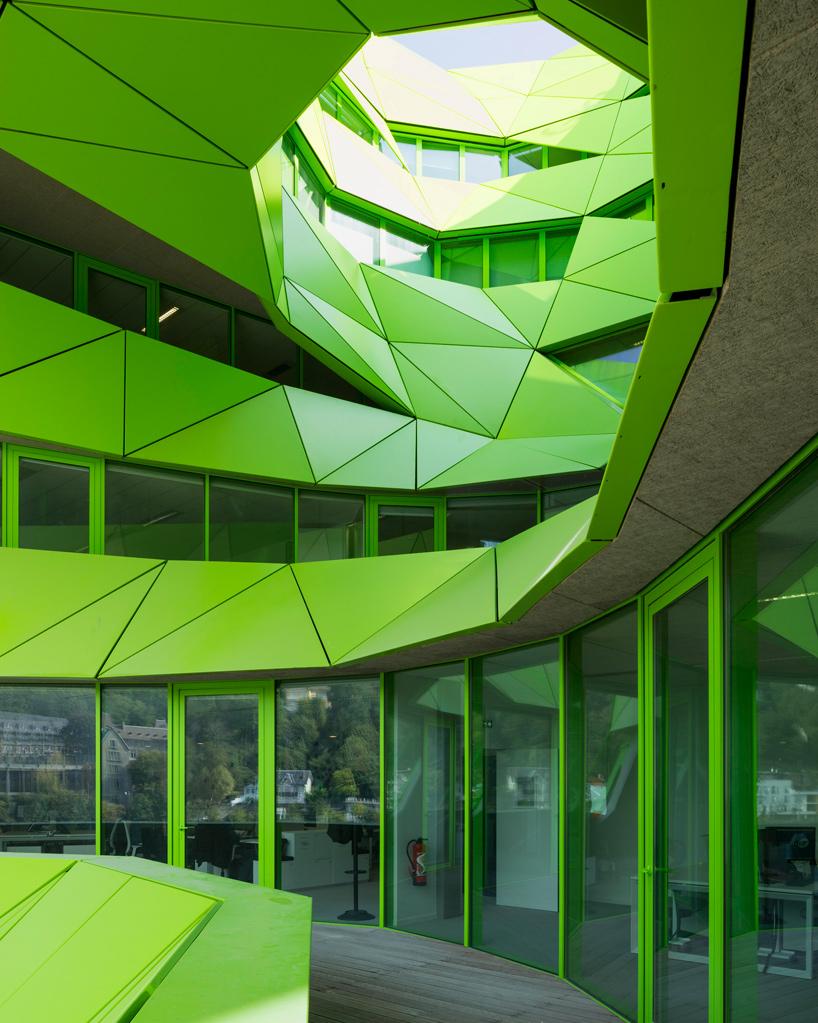 jakob-macfarlane-green-cube-euronews-headquarters-lyon-confluence-france-designboom-06