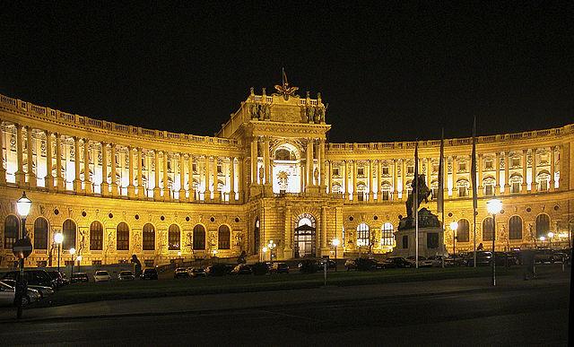 640px-Wien_Hofburg_Nacht