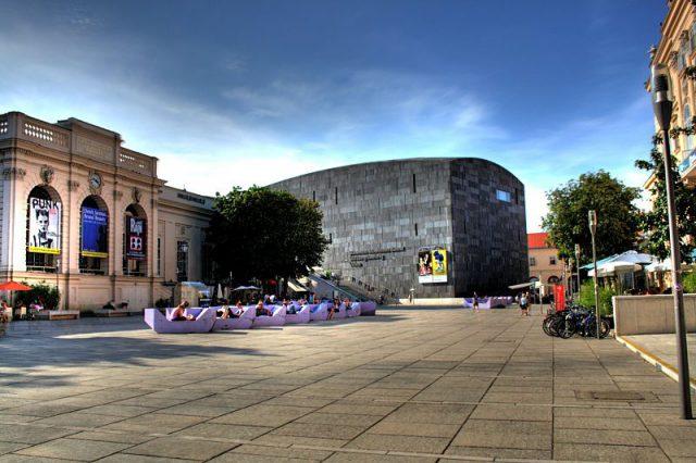 800px-Wien_Museumsquartier_HDR