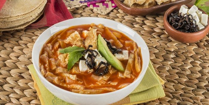 sopa-azteca-con-chile-pasilla
