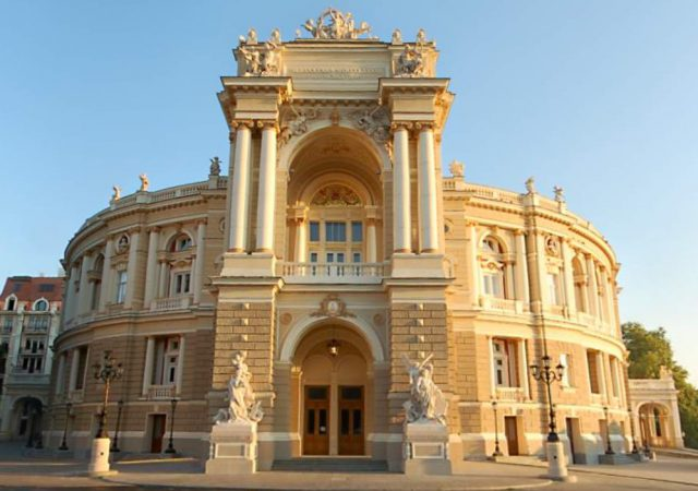 Front_view_of_Odessa_opera_theater